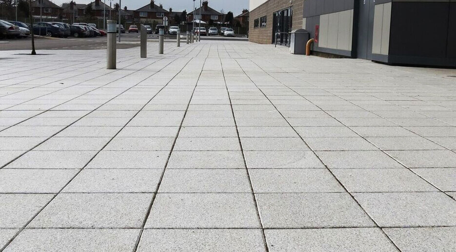 Shelbourne-Silver-Granite_Paving-Flags_Professional-image-3